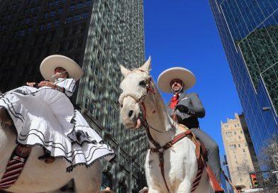 Tello cabalga de nuevo en Stock Show de Fort Worth, Texas