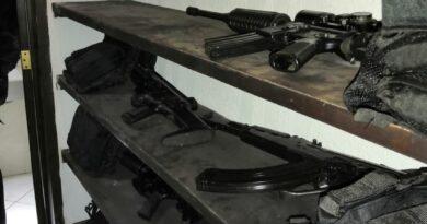 ¡Golpe a la delincuencia!: aseguran autoridades Estatales a 12 personas, arsenal y Droga